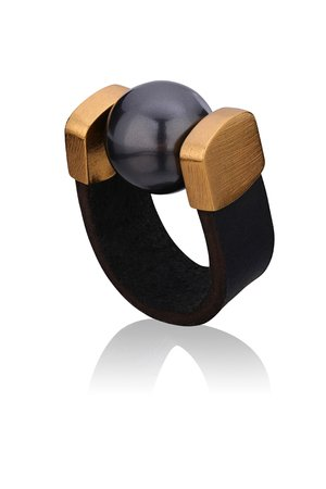Joccos Design - Black Pearl Ring in Gold