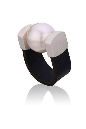 Joccos Design - Pearl Ring in Silver