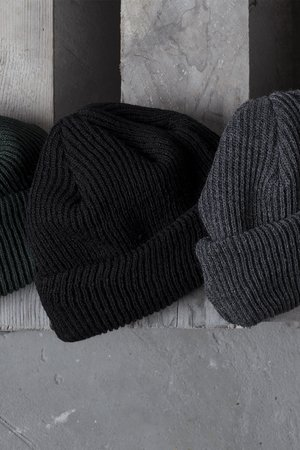 Docker short beanie in graphite 700cb5