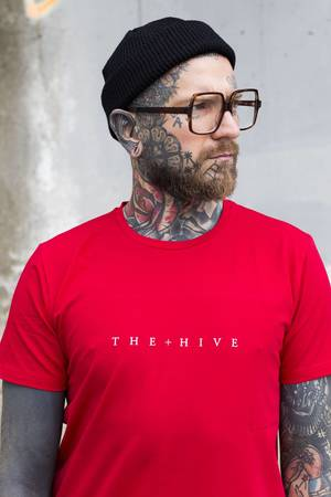 Hive tee in red