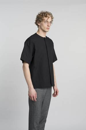 Delikatessen - MINIMAL BLACK SHORT SLEEVE SHIRT