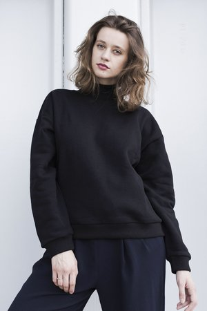 Oversized turtleneck in black