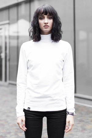 The Hive - WHITE TURTLENECK