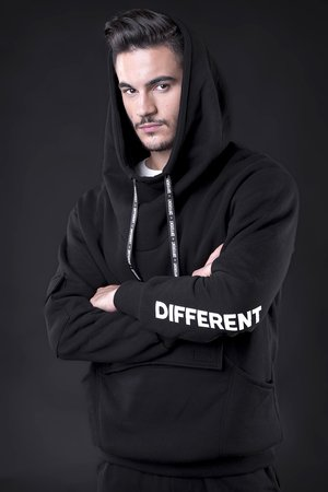 Bluza different
