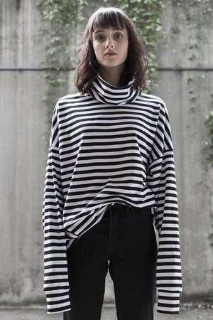 The Hive - OVERSIZED STRIPES TURTLENECK