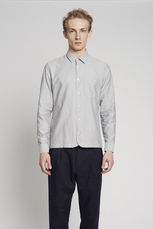 Strong tonal striped shirt
