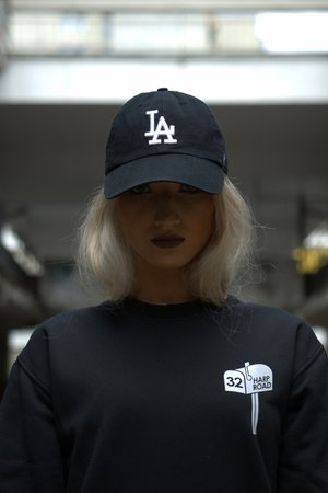 Tgnd crewneck black woman